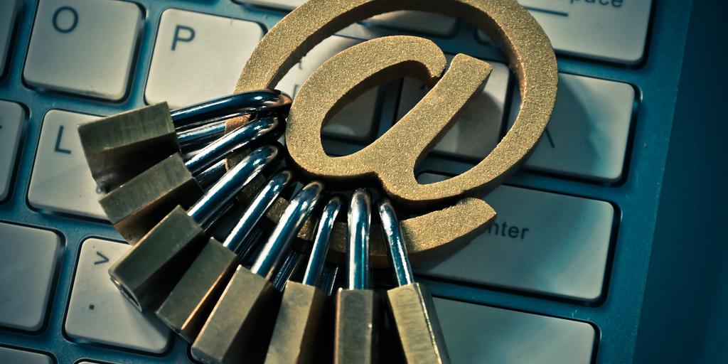 como hackear un correo
